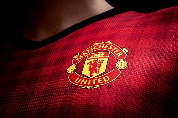 Authentic_Manchester United Crest on new home kit 2012 - 2013-828947