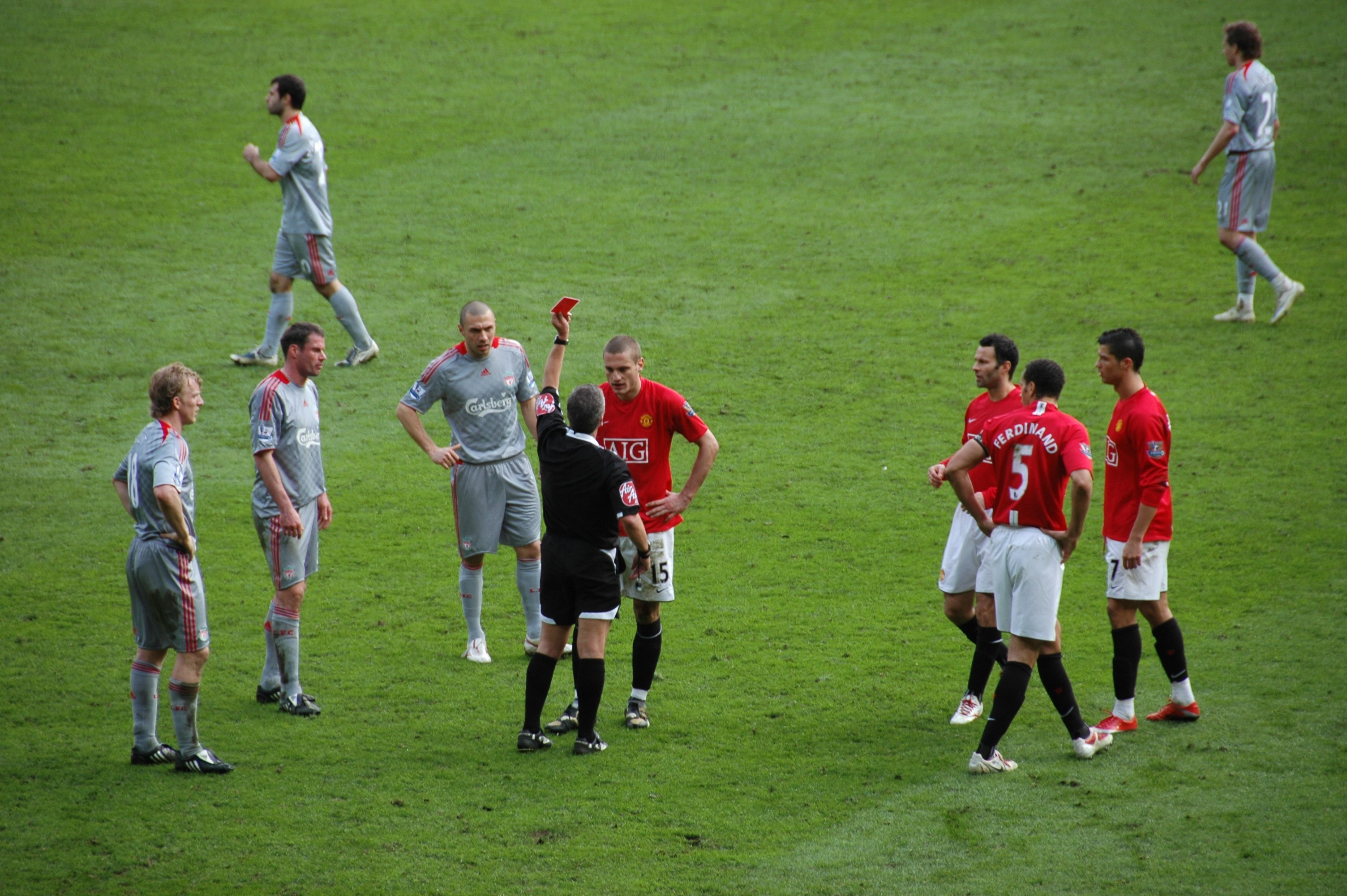2009-3-14_ManUtd_vs_LFC_Red_Card_Vidic