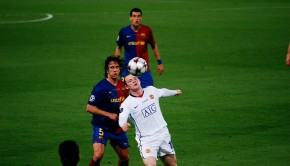 Wayne_Rooney_vs_Carles_Puyol,_2009_UEFA_Champions_League_Final