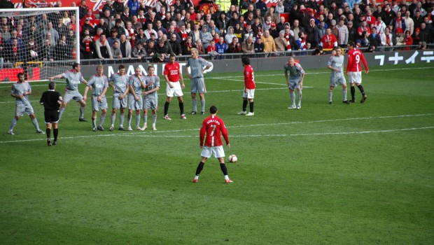 2009-3-14_ManUtd_vs_LFC_Ronaldo_Freekick_Back