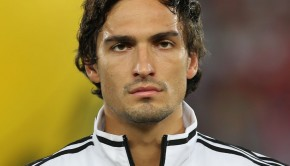 1024px-FIFA_WC-qualification_2014_-_Austria_vs._Germany_2012-09-11_-_Mats_Hummels_01