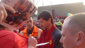 Roy_Keane_signing_autographs