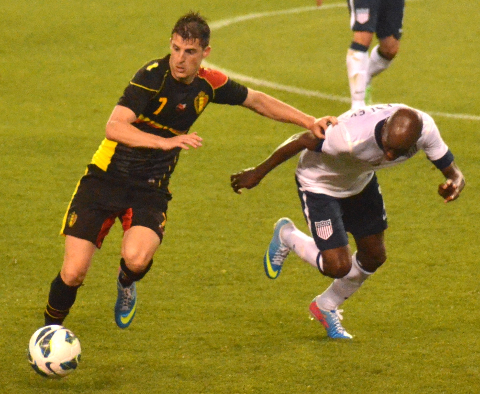 Kevin_Mirallas_vs_DaMarcus_Beasley_USA_vs._Belgium