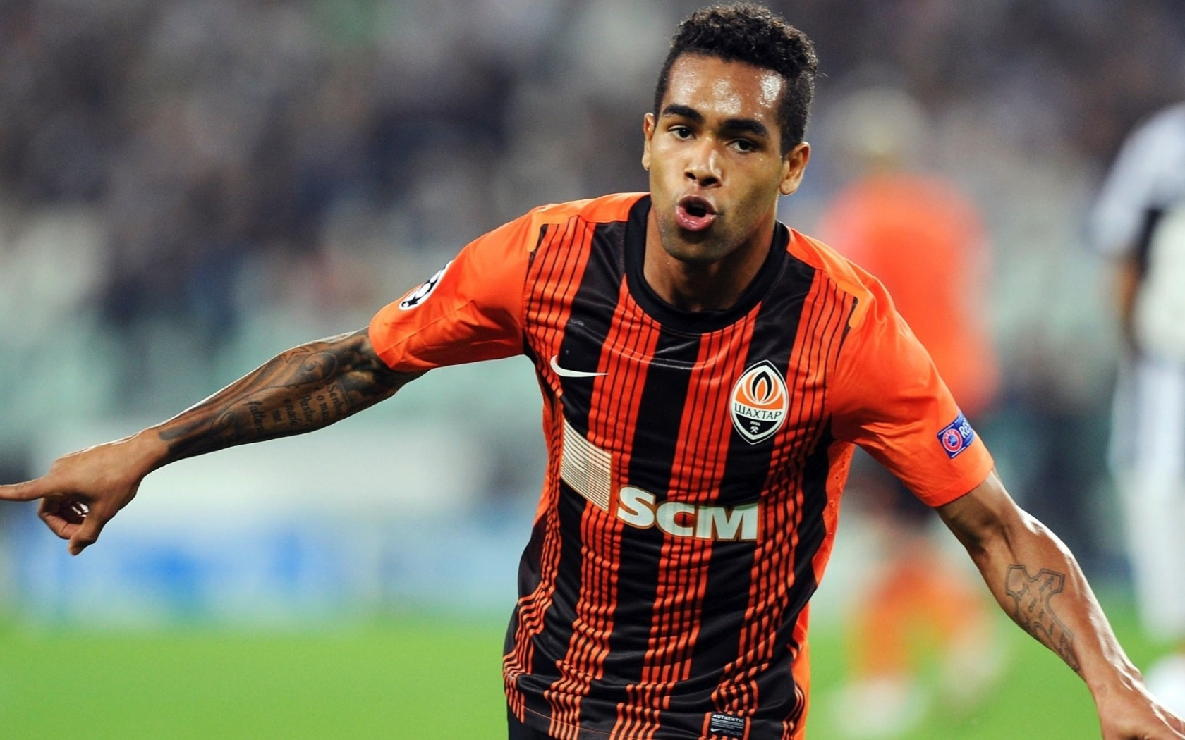 alex_teixeira_football_player-1
